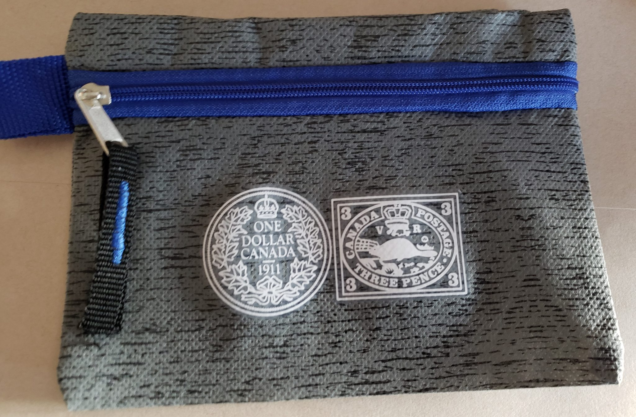 Exclusive zippered pouch for coin and stamp collectors